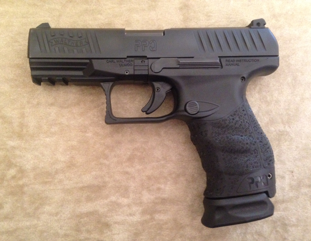 Walther PPQ 9mm w/ 17-rd mag
